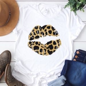 JUST LIPS Graphic Tee
